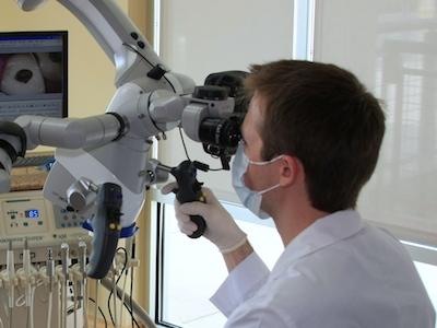 microscopic endodontic treatment